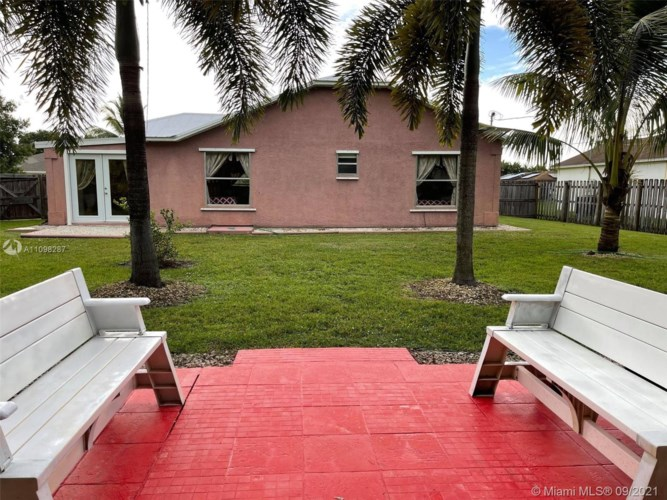 214 SW Moselle Ave, Port St. Lucie, FL 34984