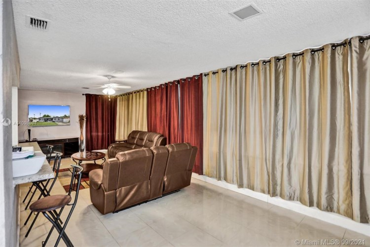 3301 NW 36th Ave, Lauderdale Lakes, FL 33309