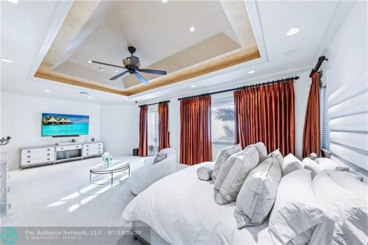 3131 NE 27th Ave, Lighthouse Point, FL 33064