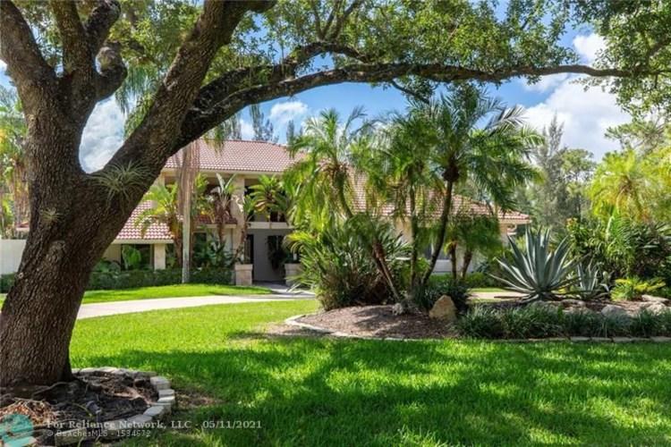 5211 W Leitner Dr, Coral Springs, FL 33067