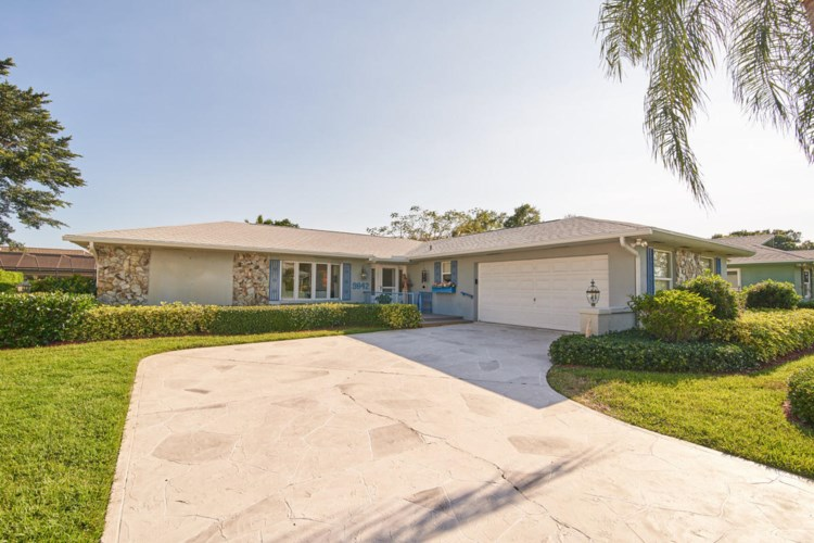 9842 SE Little Club Way, Tequesta, FL 33469