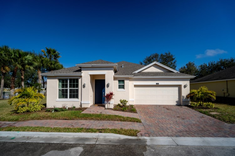 2105 Timberlake Circle, Vero Beach, FL 32966