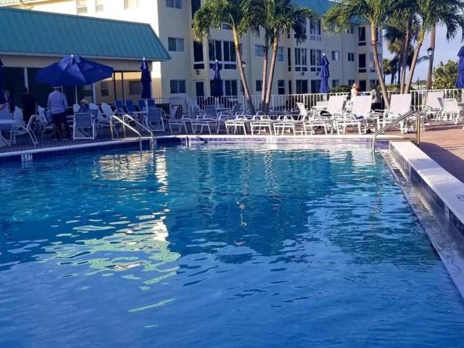 4 Colonial Club Drive Unit 305, Boynton Beach, FL 33435