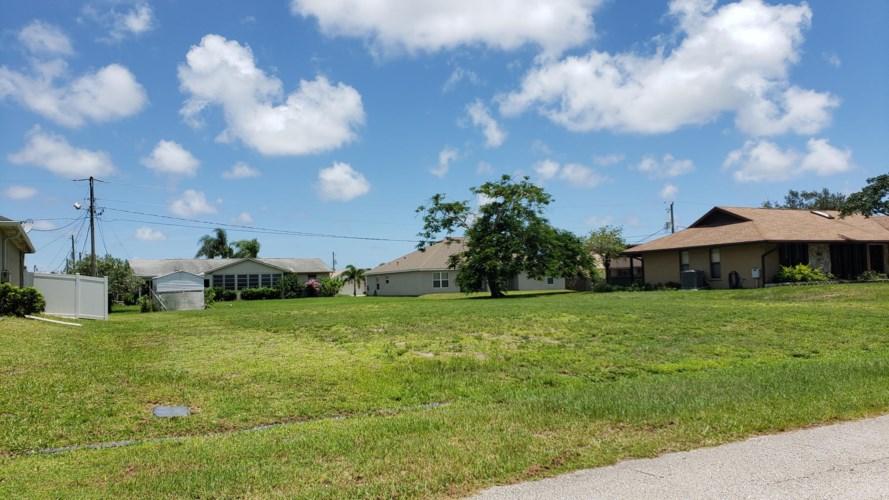 433 SW Eyerly Avenue, Port Saint Lucie, FL 34983