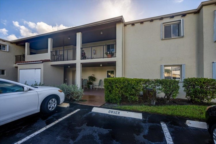 2580 Boundbrook Boulevard Unit 103, West Palm Beach, FL 33406