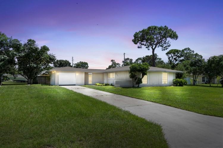 196 NE Caprona Avenue, Port Saint Lucie, FL 34952