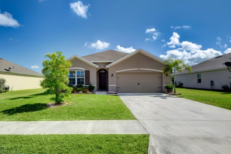 8440 Cobblestone Drive, Fort Pierce, FL 34945