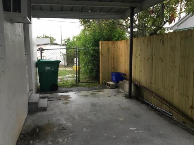 833 W 4th Street, Riviera Beach, FL 33404