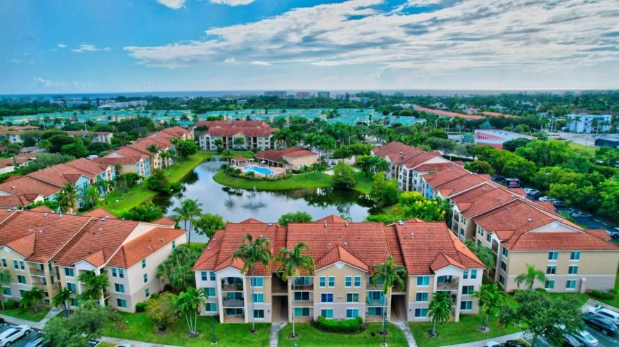 712 Villa Circle, Boynton Beach, FL 33435